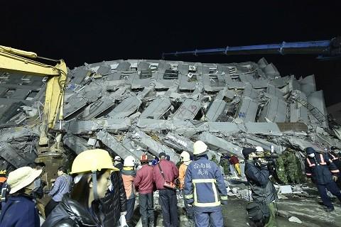 -Un-sismo-causa-11-muertos-y-mas-de-400-heridos-en-Taiwan