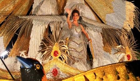 Valeria-comparte-con-el-pueblo-y-brilla-a-pesar-de-los-percances
