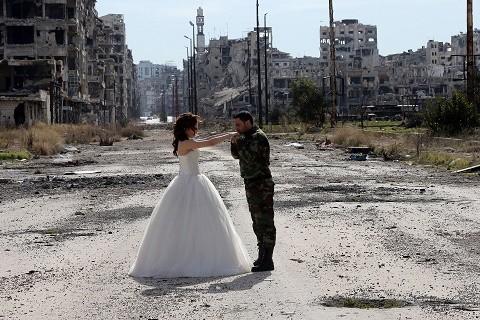 Increibles-imagenes-de-unos-recien-casados-en-Siria-