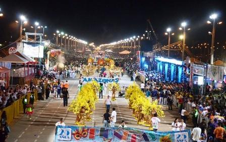 Santa-Cruz-abre-con-gran-pompa-su-carnaval