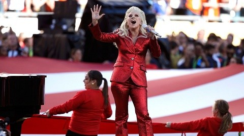 Lady-Gaga-conquista-el-Super-Bowl-tras-entonar-el-himno-nacional