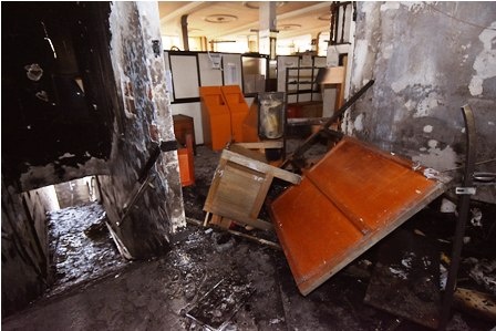 Funcionarios-de-El-Alto-ingresan-a-edificio-quemado-