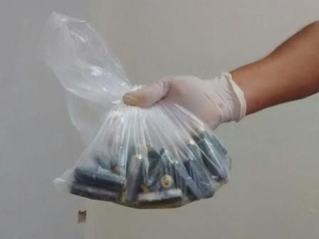 Arrestan-a-bolivianos-con-capsulas-de-droga