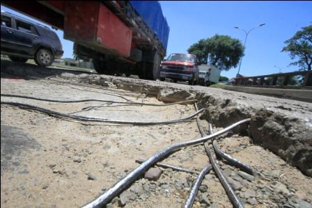 Falencias-en-el-control-de-camiones-danan-el-asfalto