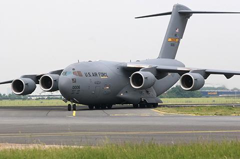 Uno-de-los-aviones-mas-grandes-del-mundo-aterriza-en-Viru-Viru-