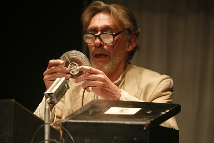 Luis-Bredow-renuncia-al-premio-Eduardo-Abaroa