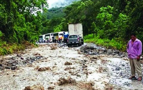 Transportistas-molestos-por-estado-del-tramo-El-Sillar