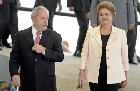 Brasilenos-en-Santa-Cruz-rechazan-a-Dilma-