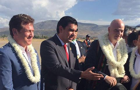 Presidente-de-la-FIFA-llega-a-Bolivia-en-su-gira-por-Sudamerica-