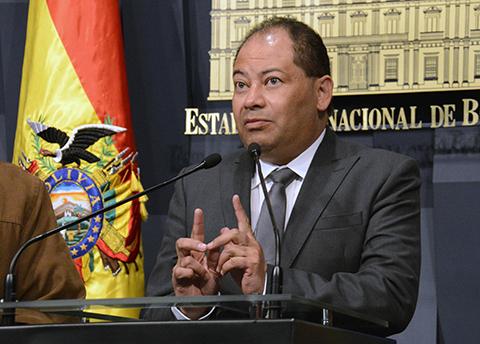 Ministro-Romero-se-retiro-molesto-de-una-entrevista-al-vivo-
