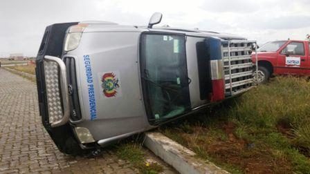 Vuelca-vehiculo-de-la-seguridad-presidencial
