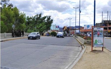 Paro-civico-en-Cochabamba-por-retraso-en-puente