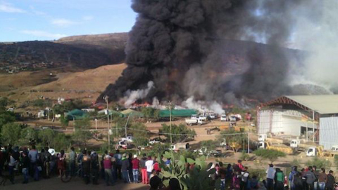Controlan-gigantesco-incendio-de-llantas-en-un-botadero-de-Cochabamba