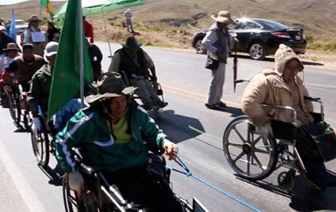 Lider-de-discapacitados-sufre-problemas-de-salud-y-abandona-la-marcha