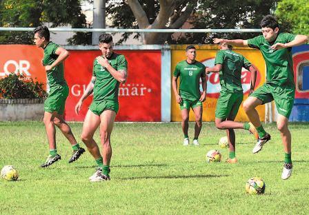 Hoyos-con-el-once--listo-ante-Sport-Boys