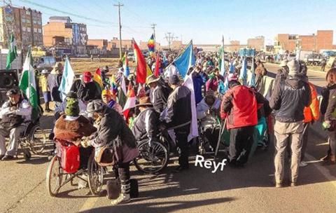 Caravana-de-personas-con-discapacidad-inicia-descenso-hacia-la-sede-de-Gobierno
