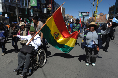 Discapacitados-lamentan-que-Gobierno-pague-por--el-Dakar-y-no-les-de-el-bono