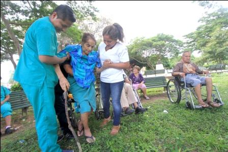 Las-personas-de-la-3ra-edad-piden-parques