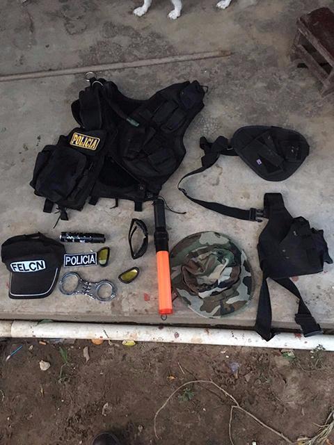 Aprehenden-a-seis-falsos-policias-que-volteaban-droga-en-Santa-Cruz