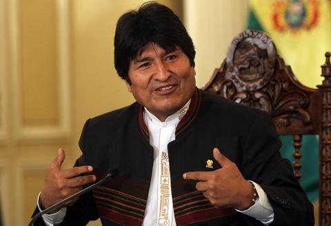 Morales-promulga-7-decretos-en-beneficio-de-los-trabajadores