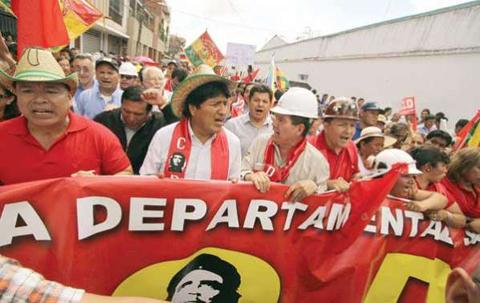 Presidente-encabeza-marcha-de-celebracion-del-Dia-del-Trabajo-en-Santa-Cruz