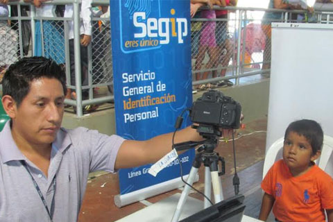 "Segip-Santa-Cruz-realiza-""Cedulacion-a-Estudiantes""-"