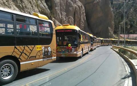 Nuevos-80-buses-PumaKatari-que-cubriran-cuatro-rutas-recorrieron-la-ciudad-en-caravana