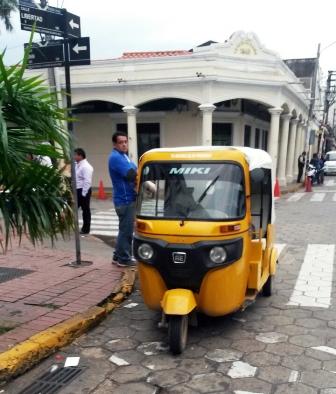 Los--toritos--comienzan-a-transitar-por-el-Casco-Viejo