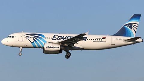 Las-fuerzas-armadas-egipcias-anuncian-haber-encontrado-restos-del-avion-de-EgyptAir