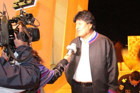 Gobiernos-progresistas-no-han-sabido-enfrentar--guerra-mediatica-,-dice-Evo-Morales