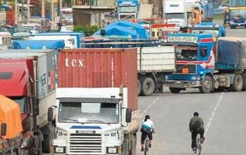Transporte-pesado-ratifica-bloqueo-para-el-lunes-en-8-departamentos