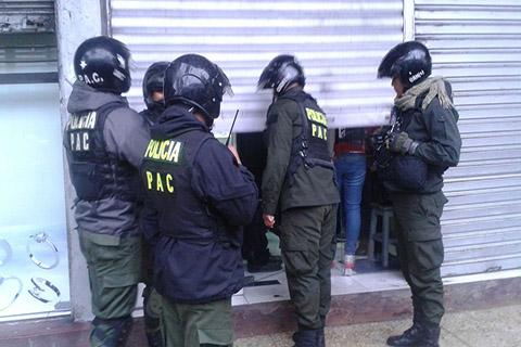 Hombres-armados-atracan-joyeria-en-el-centro-cruceno