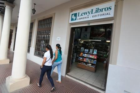 Lewy-Libros-a-punto-de--tirar-la-toalla-