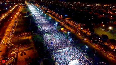 El-pastor-Guillermo-Maldonado-congrega-a-miles-de-personas-en-el-Cambodromo