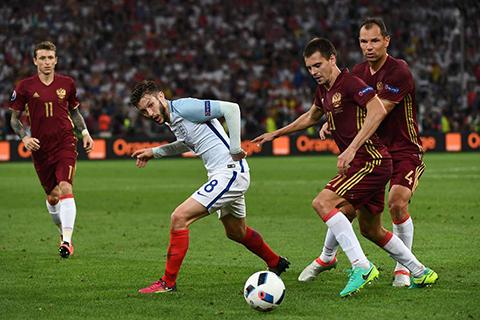 Inglaterra-deja-escapar-la-victoria-en-el-descuento-ante-Rusia-(1-1)