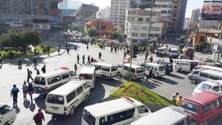 El-transporte-de-La-Paz-para-y-bloquea-las-calles