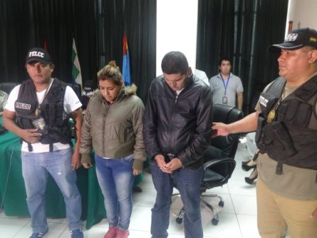 Mujer-policia-extorsionaba-a-lenocinios-con-su-pareja