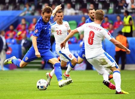 Eder-le-da-la-victoria-a-Italia-ante-Suecia-por-1-0
