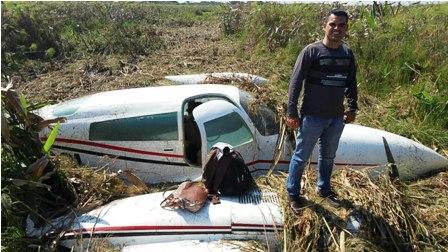 Cae-avioneta-y-los-tres-pasajeros-salen-ilesos