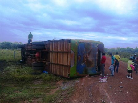 Varios-pasajeros-heridos-tras-vuelco-de-bus-