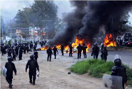 Mexico:-represion-policial-a-maestros-causa-8-muertes