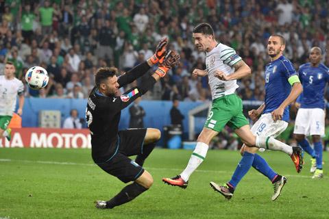 Irlanda-vence-1-0-a-Italia-y-jugara-con-Francia-en-octavos-de-la-Eurocopa