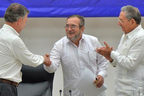 Historico-acuerdo-de-fin-de-conflicto-con-las-FARC-en-Colombia