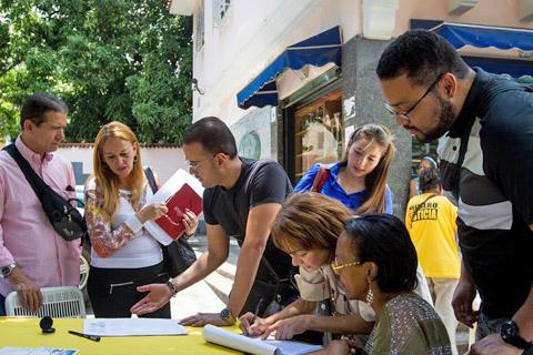 Vence-plazo-para-validar-firmas-por-revocatorio-en-Venezuela