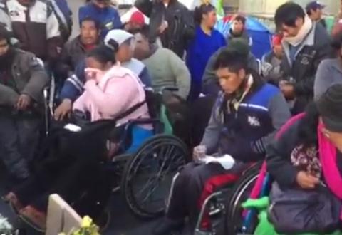 Discapacitados-de-Cochabamba-denuncian-que-Policia-levanto-la-barricada-de-proteccion-