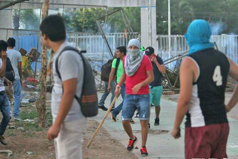 Enfrentamientos-entre-estudiantes-en-la-UAGRM