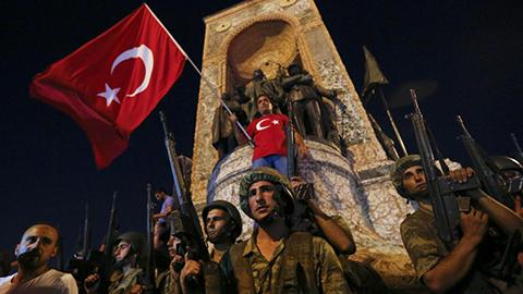 Kerry-quiere-paz-y--continuidad--en-Turquia,-Lavrov-pide-evitar--bano-de-sangre-