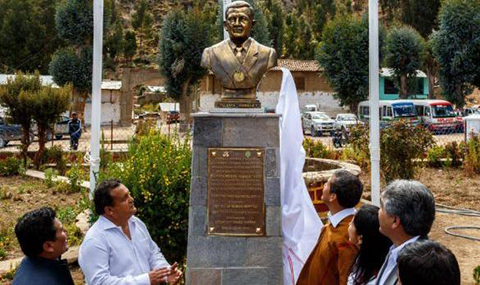 Presidente-de-Peru-develo-busto-de-el-mismo-antes-de-dejar-el-cargo