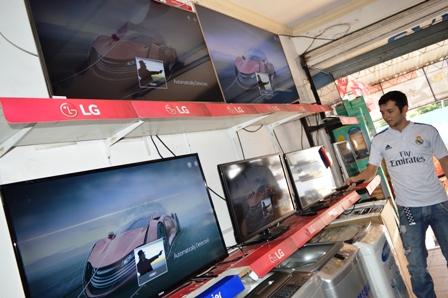 El-futbol-impulsa-ventas--de-televisores-en-Santa-Cruz