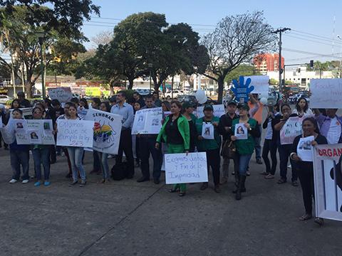 Familiares de víctimas de trata y tráfico marchan por las calles cruceñas